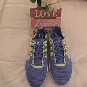 NIKE WOMEN'S AIR ZOOM FIT 2 Size 8.5